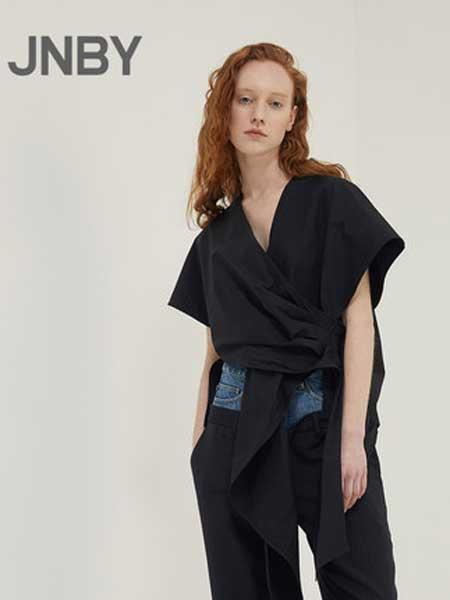 江南布衣女装品牌2019春夏短款V领收腰设计感短袖衬衫
