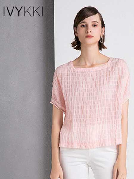 IVYKKI女装品牌2019春夏新款短袖T恤女方领薄款小上衣蝙蝠袖前短后长
