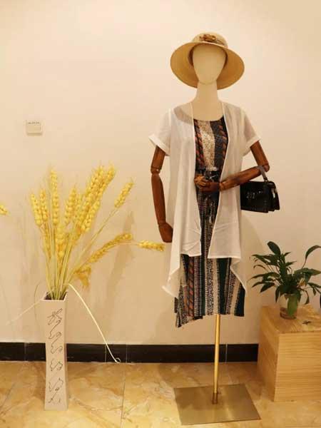 衣貌女装品牌2019春夏新款修身显瘦彩色条纹时尚两件套雪纺连衣裙