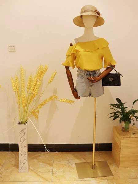 衣貌女装品牌2019春夏新款小清新荷叶边一字肩漏肩甜美雪纺衫