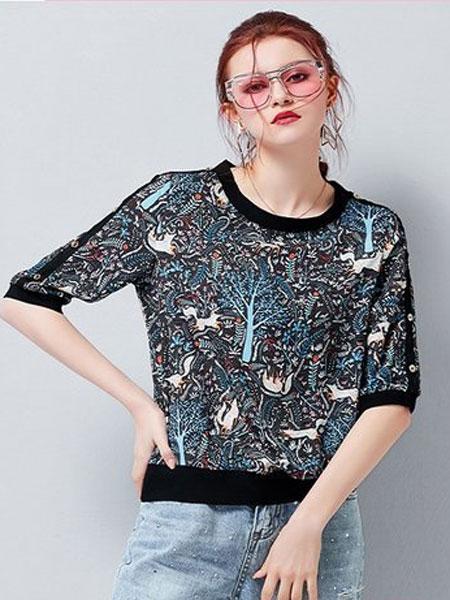 艾米女装品牌2019春夏新款圆领后拼黑条钉扣印动物树花真丝中袖T恤