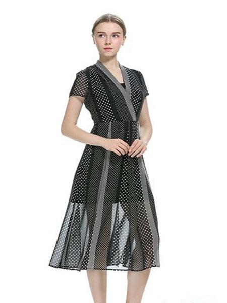 卡伊奴女装品牌2019春夏圆点图案中长圆领搭袖束腰连衣裙