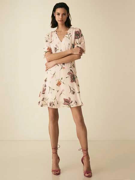 蕊丝女装     设计感、性感、知性、现代感