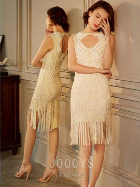 香港詩嘉麗(企業)有限公司女装品牌2019春夏新款白色无袖挂脖式包臀裙修身流苏连衣裙