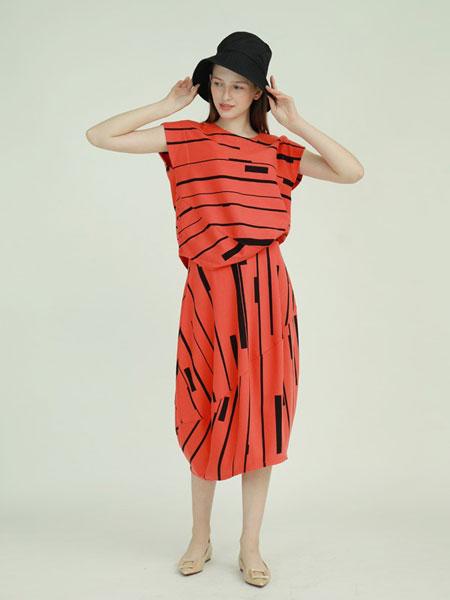 子容女装品牌2019春夏无袖连衣裙波点时尚西装领连衣裙