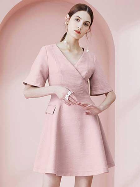 糖力潮品(TAMMYTANGS)女装品牌2019春夏新款灰粉色v领扇形袖口短裙口袋装饰气质修身连衣裙