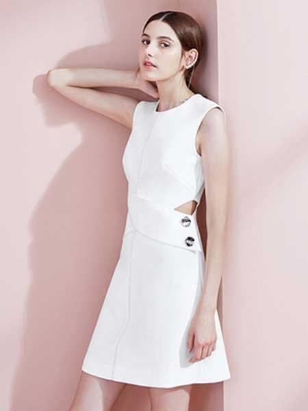 糖力潮品(TAMMYTANGS)女装品牌2019春夏新款白色圆领全天候礼服小心机露腰设计时尚连衣裙