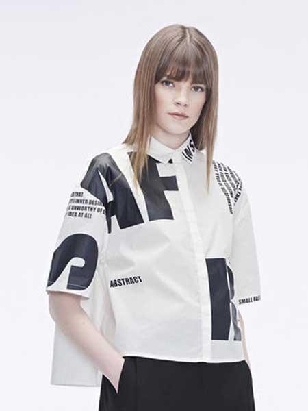圣迪奥女装品牌2019春夏新款翻领撞色字母暗门襟开衩下摆衬衫