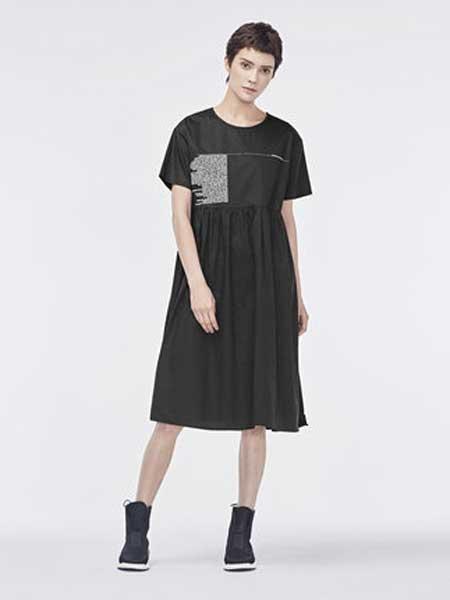 圣迪奥女装品牌2019春夏新款圆领撞色字母细褶波浪裙摆短袖连衣裙