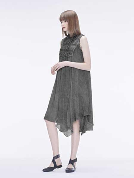 圣迪奥女装品牌2019春夏新款优雅复古圆领绣花不规则连衣裙