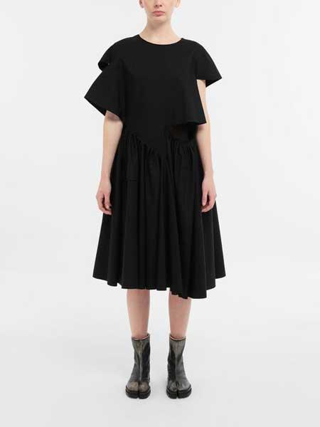 马吉拉时装屋女装品牌2019春夏新款休闲不对称袖子短袖设计感连衣裙