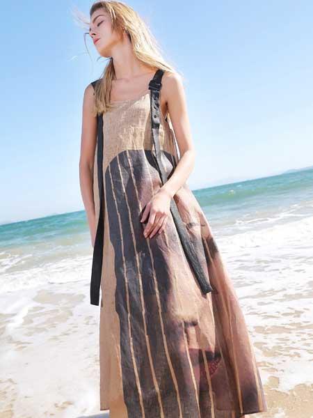 孚合女裝品牌2019春夏新款時尚大氣吊帶沙灘裙