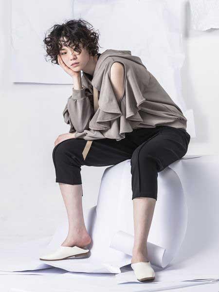 NIIJII女装品牌2019春季新款韩版侧肩破洞圆领连帽休闲卫衣