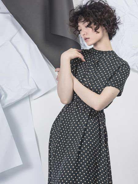 NIIJII女装品牌2019春季新款通勤波点系带蕾丝拼接衬衫领中长连衣裙