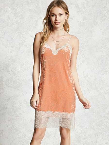 Forever21女装品牌2019春夏新款粉嫩橘色蕾丝拼接V领丝绒吊带连衣裙