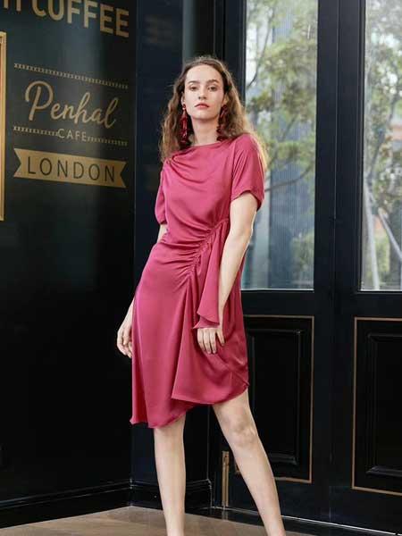 八月盛典女装品牌2019春夏新款短袖褶皱修身一字领不规则连衣裙