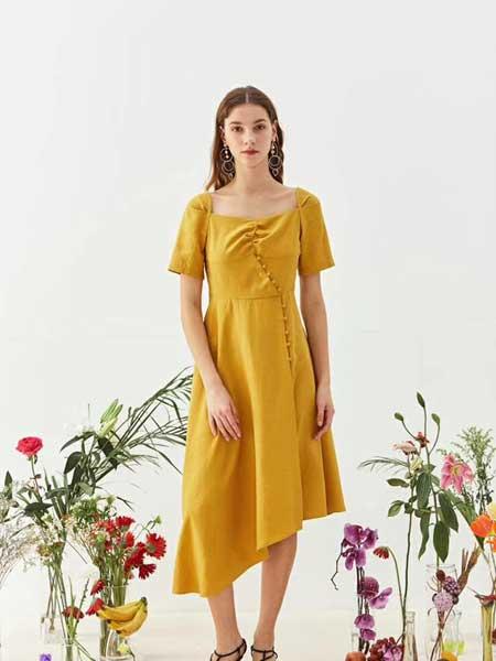 八月盛典女装品牌2019春夏新款复古方领气质修身显瘦高腰泡泡袖长款连衣裙