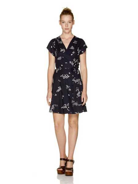 Benetton贝纳通休闲品牌2019春夏新款时尚高腰显瘦印花V领系腰带气质连衣裙