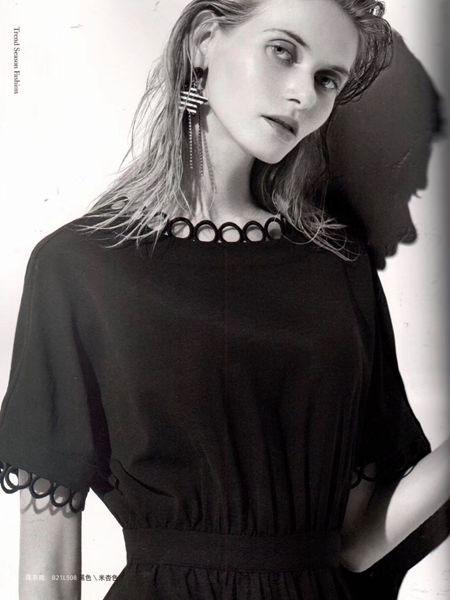 衣魅人女装品牌2019春夏新品韩版字母领后背印花T恤潮宽松百搭上衣