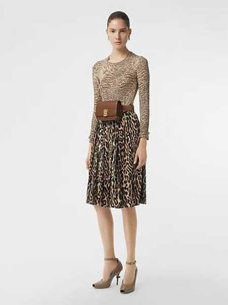 Burberry博柏利休闲品牌2019春夏新款豹纹中长款百褶a字裙高腰时尚宽松半身裙