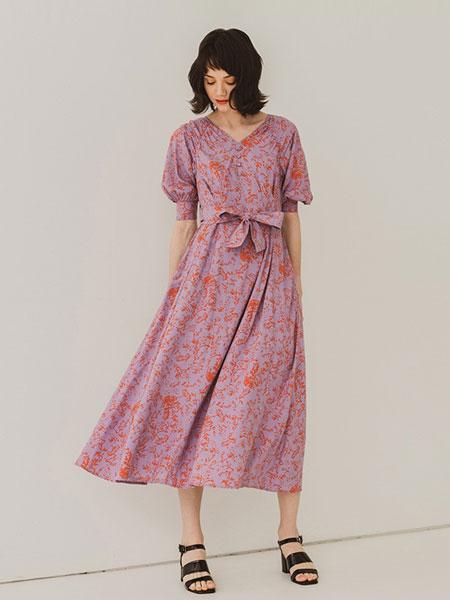 SLY女装品牌2019春夏新品复古印花V领五分袖大摆连衣裙