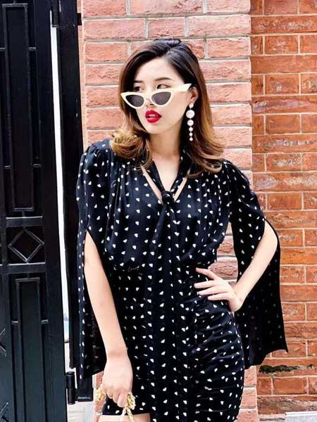 DUA LIPA女装     基于创新及高品质的潮流设计