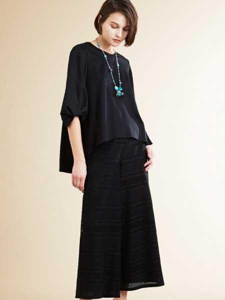 iimk女装品牌2019春夏新款简约黑色时尚圆领宽松休闲套装