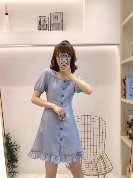 木丝语女装品牌2019春夏新款方领纯色排扣简约荷叶边连衣裙