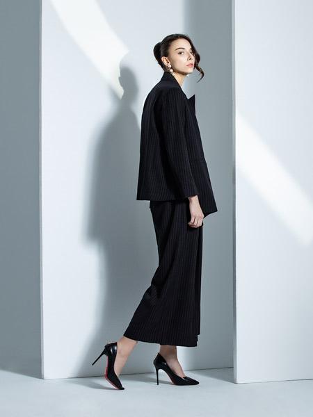 钟爱黑白灰女装品牌2019秋季新款韩版时尚休闲宽松西服套装