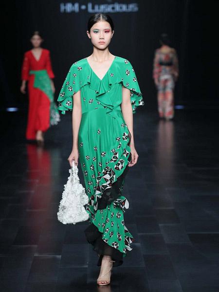 HM.Luscious女装品牌2019春夏新款中长款收腰修身气质优雅V领绿色小碎花连衣裙