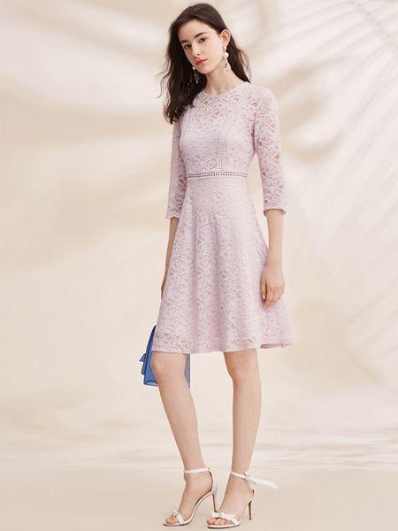 春美多女装品牌2019春夏七分袖a字镂空蕾丝修身裙
