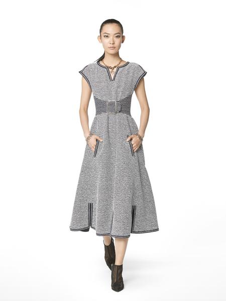 CHANEL香奈儿女装品牌2019春夏新款气质简约V领短袖连衣裙收腰显瘦中长裙