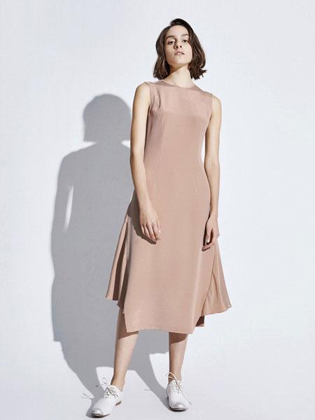 Less女装品牌2019春夏 日系镂空露肩无袖连衣裙