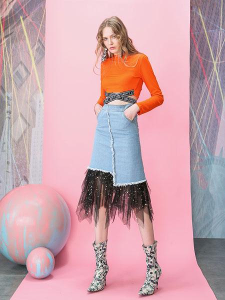 MOOSY女装品牌2019春夏交叉绑带镂空露脐哥特字母长袖T恤
