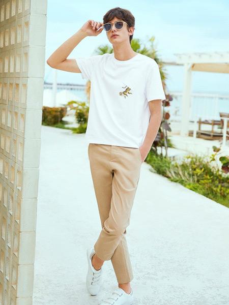 马克华菲男装品牌2019春夏新款简约流修身休闲刺绣纯棉白色短袖t恤