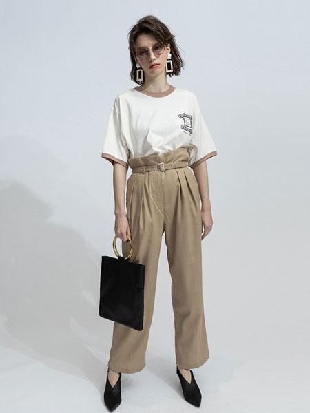moussy女装品牌2019春夏新品撞色领口字母印花短袖T恤