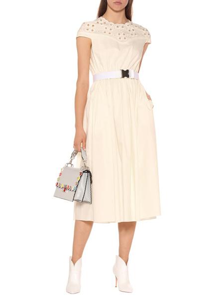 艾克妮女装品牌2019春夏新款短袖圆领镂空拼接收腰显瘦大摆连衣裙