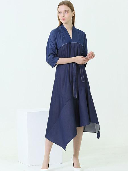 阿菁娜-A.JINGNA女装品牌2019春夏新款V领宽松显瘦气质收腰连衣裙