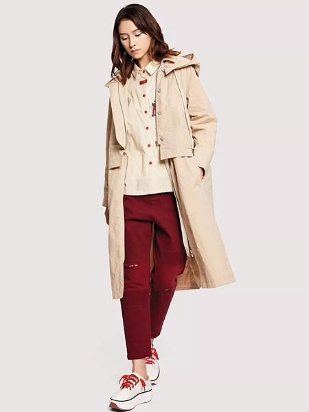 娅铂·周末女装品牌2019秋季新款韩版卡其色印花宽松休闲外套时尚连帽长款风衣