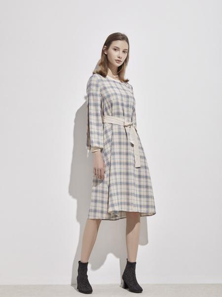 你即永恒女装品牌2019秋季新款翻领长袖系带腰格子衬衫连衣裙