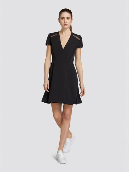 楚萨迪女装品牌2019春夏新款v领修身显瘦黑色高腰a字裙短裙