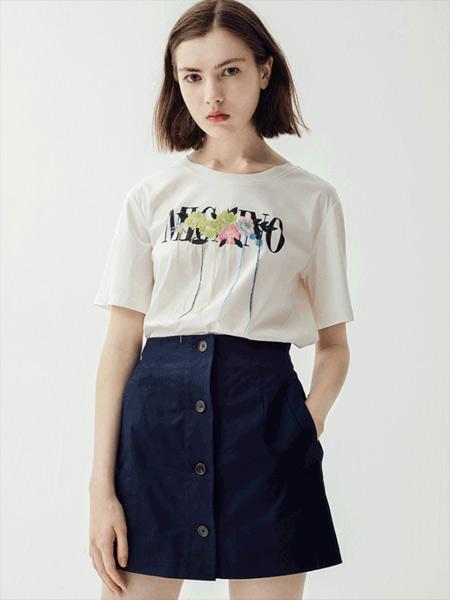 曼娅奴女装品牌2019春夏新款时尚个性刺绣花T恤纯棉宽松短袖