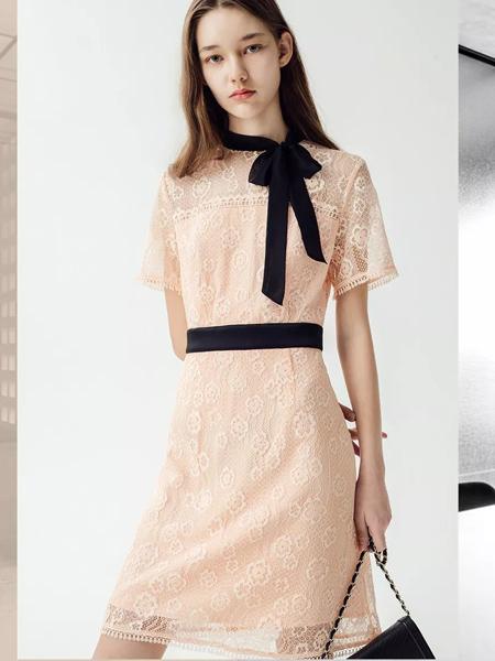 曼娅奴女装品牌2019春夏新款公主范短袖系带蕾丝连袖连衣裙