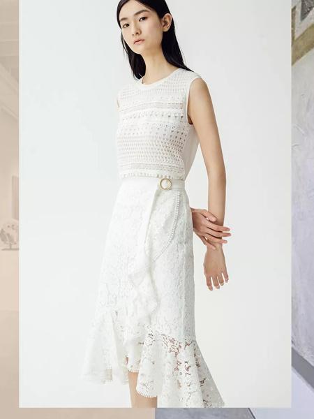 曼娅奴女装品牌2019春夏新款时尚不规则鱼尾蕾丝半身裙