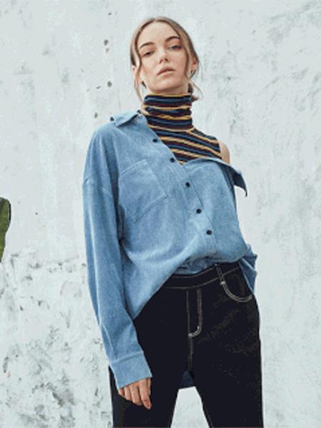 水淼SHUIMIAO女装品牌2019秋季新款休闲假两件条纹打底拼接宽松露肩牛仔衬衫