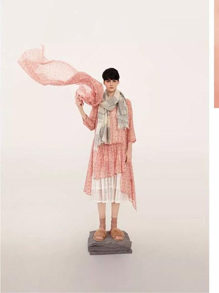 意澳女装品牌2019秋季新款时尚韩版洋气俏皮减龄连衣裙