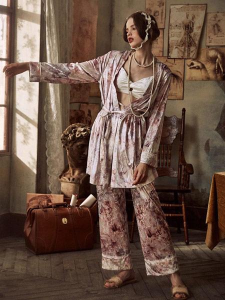 Lavomee娜摩米内衣品牌2019秋季新款甜美印花冰丝长袖睡袍套装