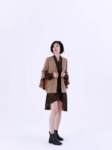 奕色女�b品牌2019秋季新款韩版�r尚宽松休�e百搭外套