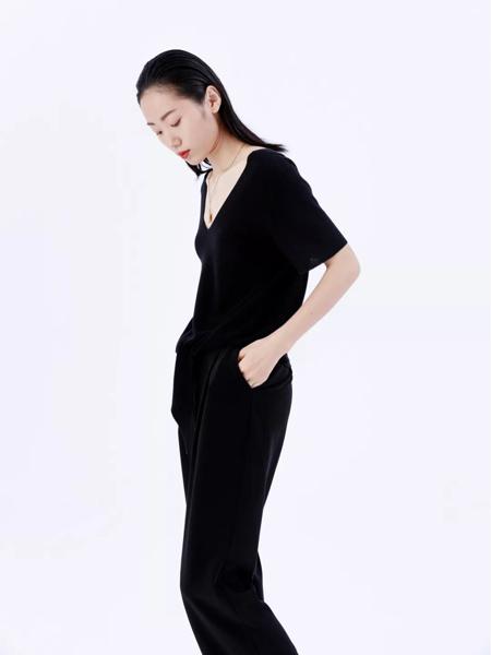 奕色彩75官网品牌2019秋季新款气质简约修身显瘦时尚套装