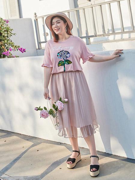 纤莉秀女装品牌2019春夏新款大码个性印花亮片胖mm宽松遮肚子短袖T恤